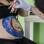 "Belly painting con tema ""la natività"""